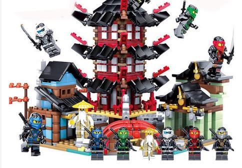 Đồ chơi Lego là loại đồ chơi xếp hình phát triển trí thông minh cho bé
